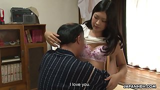 Plump hairy pussy of sex-appeal Asian chick Ami Maeshima is fond of small old dick